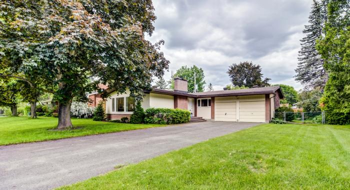 34 -  Evergreen Drive, Lynwood Village, Ottawa